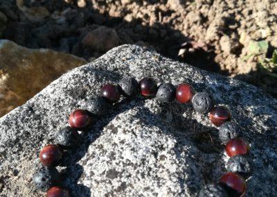 bracelet pierre de lave et œil de taureau