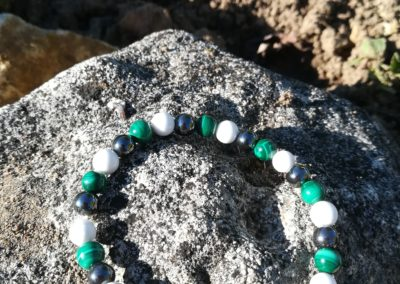 bracelet en perles d'howlite malachite et hématite