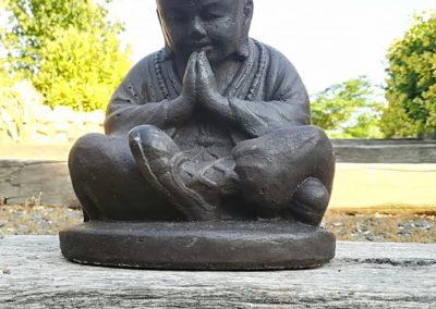 Moine Bouddhiste (20x16cm) en pierre de lave et ciment