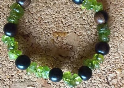 Bracelet Bois et pierre Péridot